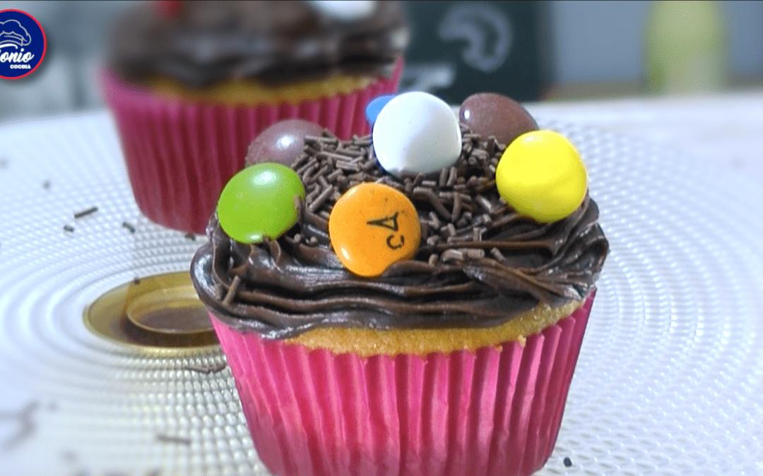 Cupcakes básicos de vainilla y chocolate