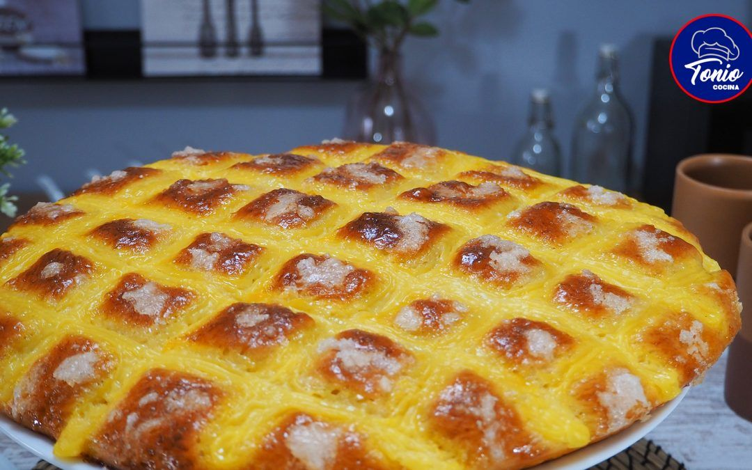 Larpeira galega   Bollo dulce con crema pastelera